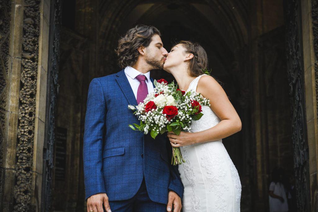 Para młoda po ślubie konkordatowym